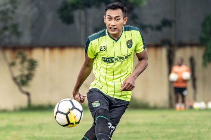 Hansamu Yama dalam Sesi Latihan Persebaya di Lapangan Jenggolo, Sidoarjo, pada Jumat (18/1/2019)