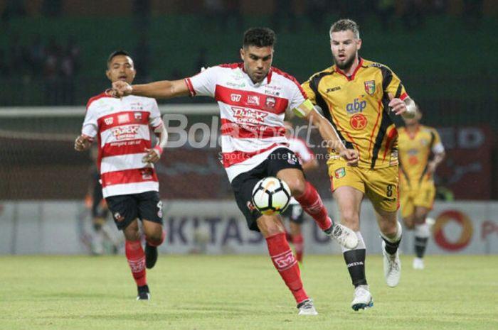 Kapten Madura United, Fabiano Beltrame, saat tampil dalam pertandingan Liga 1 melawan Mitra Kukar, Kamis (13/9/2018).