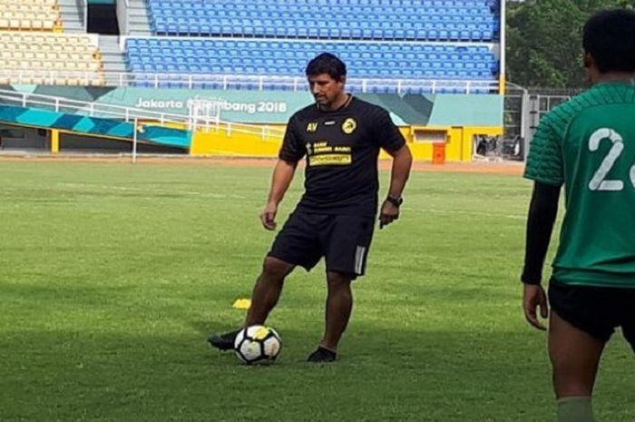 Alfredo Vera langsung melatih skuat Sriwijaya FC pada Minggu (21/10/2018).