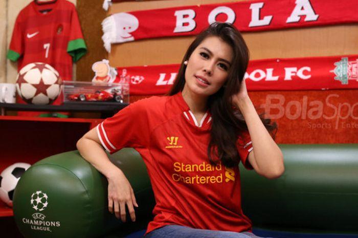 Andini Nurmalasari ketika berkunjung ke kantor Tabloid BOLA dan BolaSport.com pada Jumat (22/9/2017)