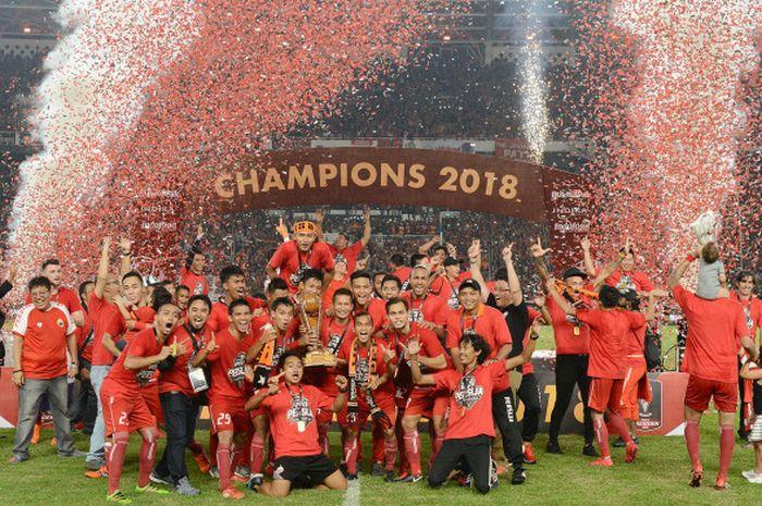 Persija Jakarta saat perayaan usai menjuarai Piala Presiden 2018.