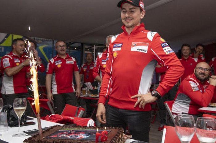 Jorge Lorenzo merayakan hari ulang tahunnya ke-31 bersama tim Ducati.
