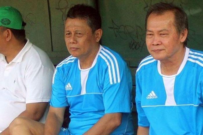 Pelatih Herry Kiswanto (tengah) dalam sebuah kegiatan kumpul eks pesepak bola nasional dalam wadah PSSI Old Stars di Stadion Bea Cukai, Rawamangun, 6 Agustus 2016.