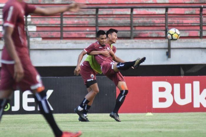 Suasana latihan Persija Jakarta di Stadion Gelora Bung Tomo, Surabaya, Sabtu (3/11/2018), sebelum ha