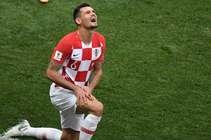 Ekspresi kecewa diperlihatkan bek timnas Kroasia, Dejan Lovren, saat laga final Piala Dunia 2018 berakhir dengan kemenangan 4-2 Prancis, di Stadion Luzhniki, Moskow, pada Minggu (15/07/2018).