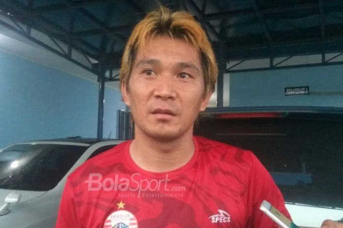 Michael Orah menjawab pertanyaan wartawan setelah jalani latihan di Lapangan PSAU TNI Angkatan Udara