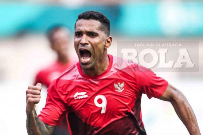 Selebrasi penyerang timnas U-23 Indonesia, Alberto Goncalves,  seusai mencetak gol dalam pertandingan babak 16 besar sepak bola Asian Games 2018 melawan Uni Emirat Arab di Stadion Wibawa Mukti, Jumat (24/8/2018).