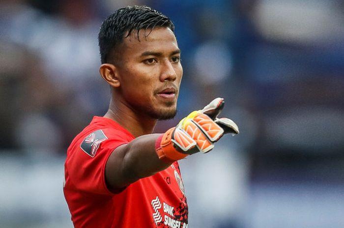 Kiper Sriwijaya FC, Teja Paku Alam, saat melawan Persib Bandung di Piala Presiden 2018, Selasa (16/1/2018).