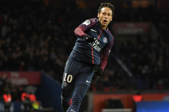 Striker Paris Saint-Germain, Neymar, merayakan gol yang dia cetak ke gawang Dijon dalam laga Liga Prancis di Stadion Parc des Princes, Paris, pada 17 Januari 2018.