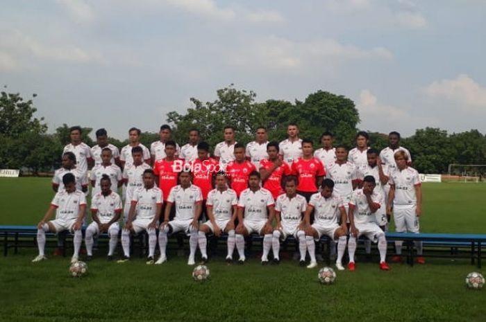 Skuat Persija Jakarta melakukan sesi foto jelang melakoni latihan terakhir di Lapangan Halim Perdanakusuma, Jakarta Timur, Jumat (7/12/2018).