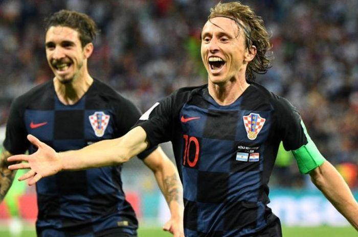 Ekspresi gelandang timnas Kroasia, Luka Modric (kanan), saat merayakan golnya ke gawang Argentina dalam laga Grup D Piala Dunia 2018 di Stadion Nizhny Novgorod, 21 Juni 2018.