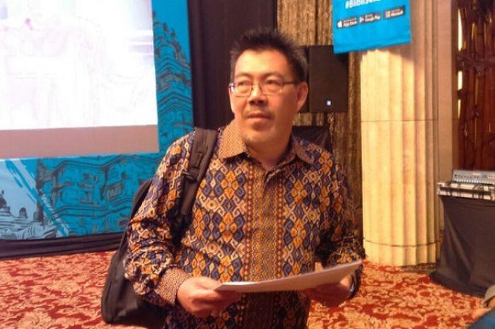 Kasubid Hubungan Internasional PP PBSI Bambang Roedyanto menjawab pertanyaan media setelah konferensi pers Kejuaraan Dunia Bulu Tangkis Junior 2017 di HotelKempinski, Jakarta, Kamis (28/9/2017).