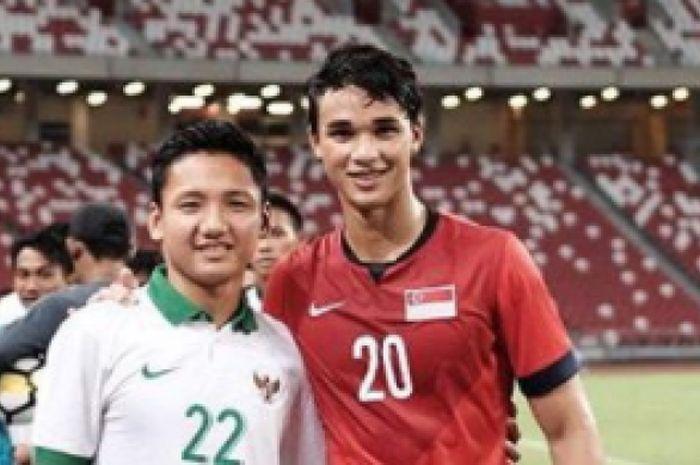Pemain Singapura, Ikhsan Fandi saat foto bersama Syahrian Abimanyu pada Rabu (22/3/2018)
