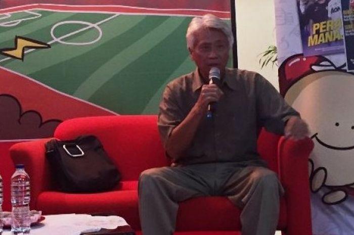 Pelatih Danurwindo saat hadir sebagai pembicara di Forum Diskusi BOLA dengan tema