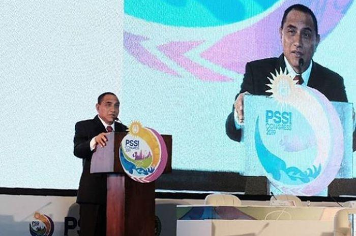 Gubernur Sumatra Utara, Edy Rahmayadi, menyampaikan permohonan maaf setelah menyampaikan pengunduran diri sebagai Ketua Umum PSSI saat Kongres Tahunan di Bali, Minggu (20/1/2019).