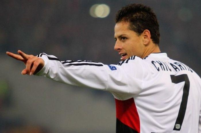 Penyerang Bayer Leverkusen, Javier Hernandez, merayakan gol ke gawang Roma pada laga Roma vs Leverkusen, 4 November 2015.