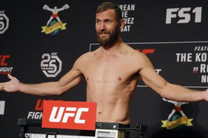 Petarung UFC, Donald Cerrone, menantang Conor McGregor bertarung di Oktagon.