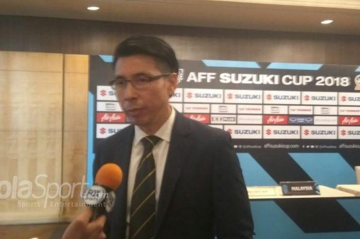 Pelatih timnas Malaysia, Tan Cheng Hoe saat menjawab pertanyaan wartawan di Hotel Mulia, Jakarta.