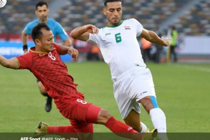 Aksi Ali Adnan (kanan) dalam partai timnas Irak vs Vietnam pada laga Grup D Piala Asia 2019 di Stadi