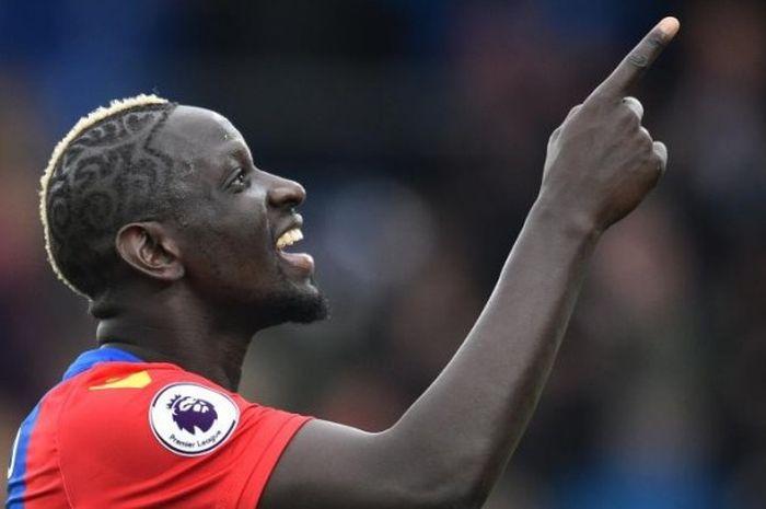Mamadou Sakho (Crystal Palace) menunjukkan ekspresi kegembiraan  saat melawan Watford di Selhurst Pa