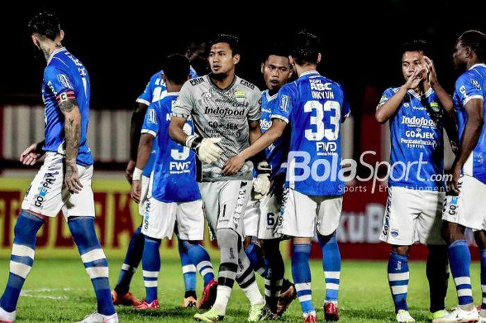 Skuat Persib Bandung pada laga kontra Persija Jakarta di Stadion PTIK, Jakarta, Sabtu (30/6/2018