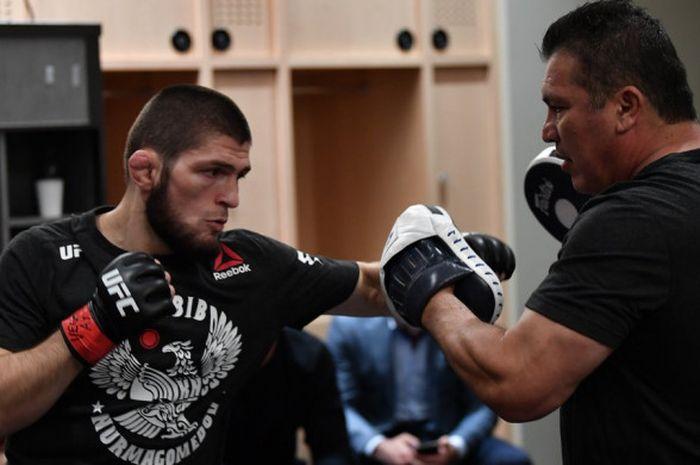 Khabib Nurmagomedov saat melakoni persiapan terakhir jelang UFC 229 yang berlangsung Sabtu (6/10/2018) malam waktu setempat.