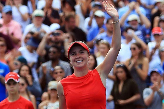 Petenis Ukraina, Elina Svitolina, melakukan selebrasi setelah mengalahkan Caroline Wozniacki (Denmark) pada babak final Rogers Cup yang berlangsung di Aviva Centre, Toronto, Kanada, Minggu (13/8/2017).
