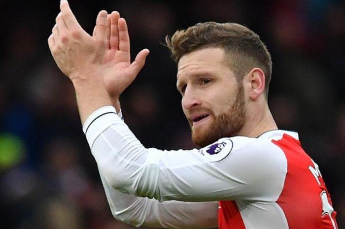 Reaksi bek Arsenal, Shkodran Mustafi, dalam partai Liga Inggris melawan Tottenham Hotspur di Emirate