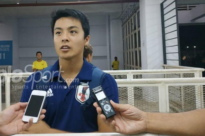 Kapten timnas U-19 Jepang, Mitsuki Saito saat menjawab pertanyaan wartawan di Mixed Zone Stadion Pakansari, Kabupaten Bogor, Kamis (25/10/2018).
