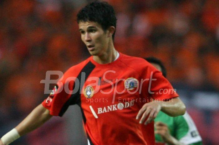 Pemain asal Singapura, Baihakki Khaizan, saat masih memperkuat Persija Jakarta.
