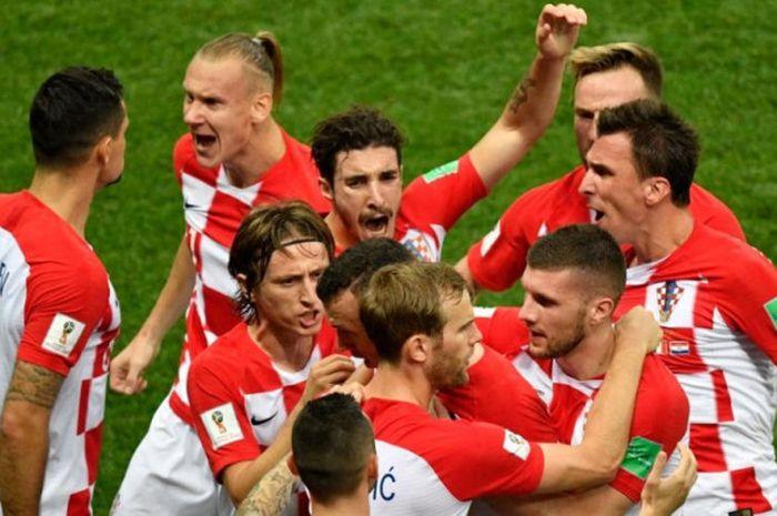Para pemain Kroasia merayakan gol Ivan Perisic ke gawang Prancis dalam laga final Piala Dunia 2018 di Stadion Luzhniki, Moskow, 15 Juli 2018.