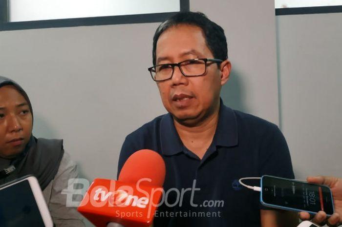 Wakil Ketua Umum PSSI, Joko Driyono menjawab pertanyaan wartawan di Lapangan ABC, Senayan, Jakarta,