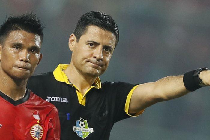 Wasit asal Iran, Alireza Faghani, yang menjadi salah satu pengadil di pertandingan Liga 1 2017.