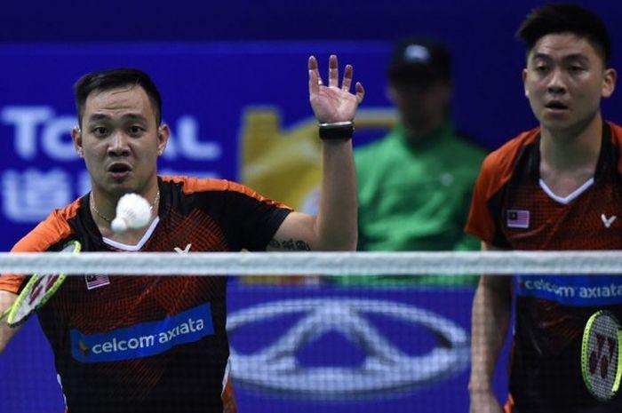 Pasangan ganda putra Malaysia, Koo Kien Keat (kiri) dan Tan Boon Heong (kanan) saat bertanding melaw