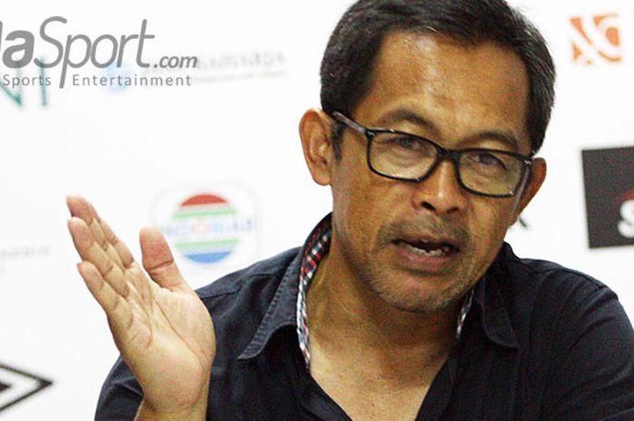 Pelatih Persela Lamongan Aji Santoso saat memberi keterangan usai laga di Stadion Gelora Delta Sido