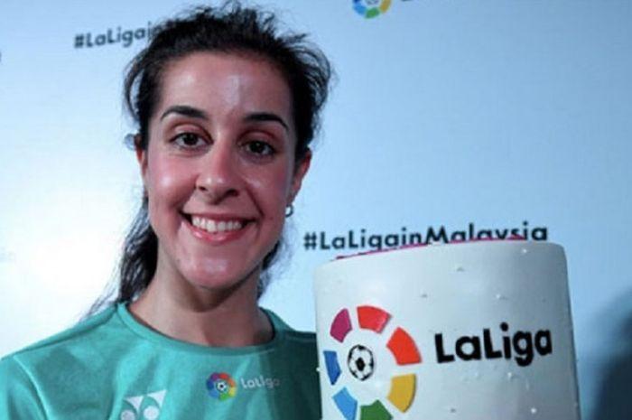 Pebulu tangkis tunggal putri Spanyol, Carolina Marin, berpose di sela acara promosi La Liga di Malaysia.