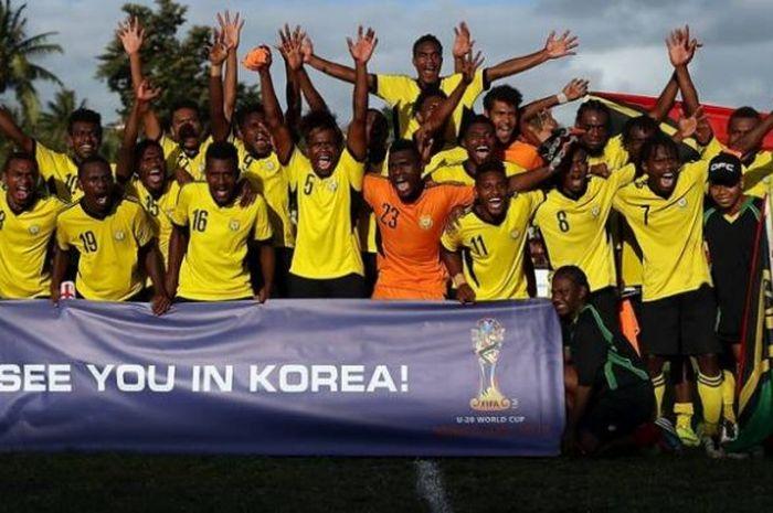 Suka cita pemain Vanuatu U-20 seusai mengalahkan Kepulauan Solomon U-20 di Stadion PVM, Port Vila, S