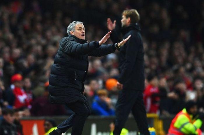 Ekspresi manajer Manchester United, Jose Mourinho, dalam laga kontra Liverpool di Old Trafford, Minggu (15/1/2017)