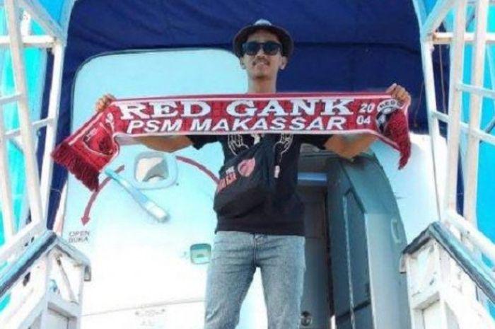 Dirigen suporter PSM Makassar, Red Gank, Muhammad Asril Syam.