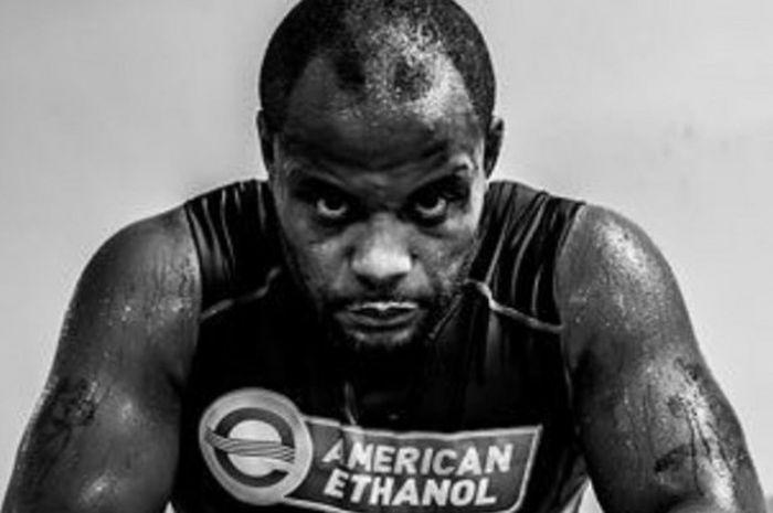 Petarung kelas berat UFC, Daniel Cormier.