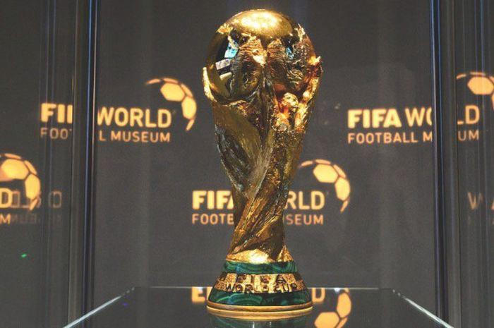 Foto trofi Piala Dunia 2018