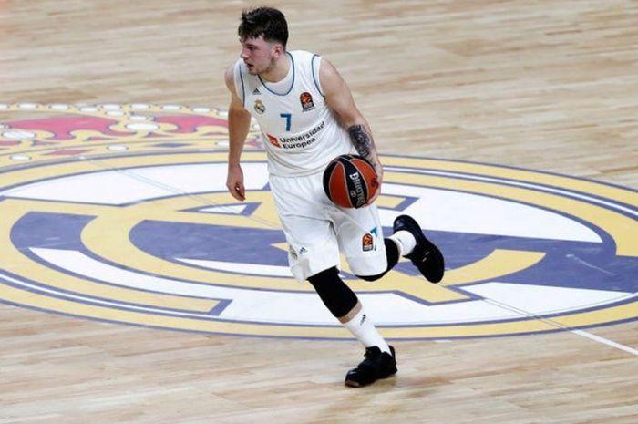 Aksi Luka Doncic saat memperkuat klub basket Real Madrid pada musim 2017/18.