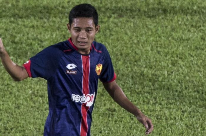 Gelandang timnas Indonesia, Evan Dimas, menjalani laga debut bersama klub Malaysia, Selangor FA, kala melawan Kuala Lumpur FA di Liga Super Malaysia, Minggu (4/2/2018) di Stadion Kuala Lumpur.