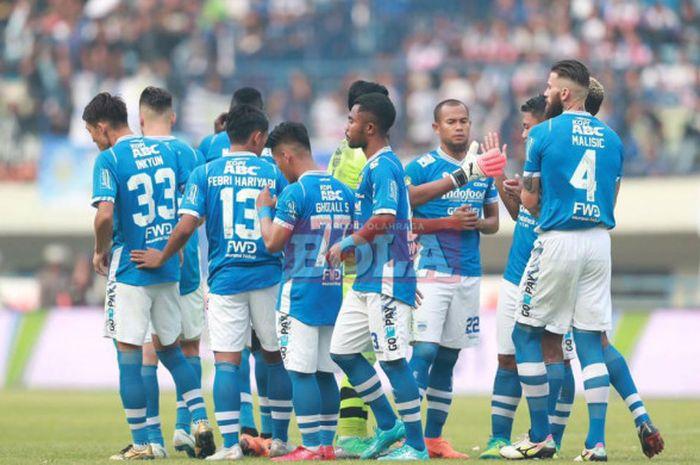 Para pemain Persib Bandung bersiap jelang laga Liga 1 2018 kontra Persija Jakarta di Stadion Gelora Bandung Lautan Api (GBLA), Kota Bandung, Minggu (23/9/2018).