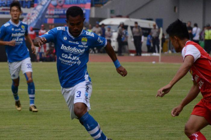 Bek Persib Bandung, Ardi Idrus saat melawan Arema di Stadion Gelora Bandung Lautan Api, Kamis (13/9/