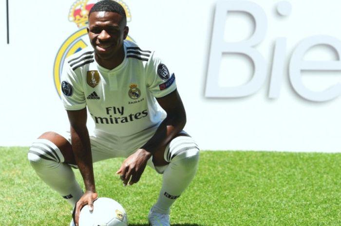 Vinicius Junior saat diperkenalkan sebagai pemain Real Madrid di Santiago Bernabeu Stadium, Madrid, 20 Juli 2018.