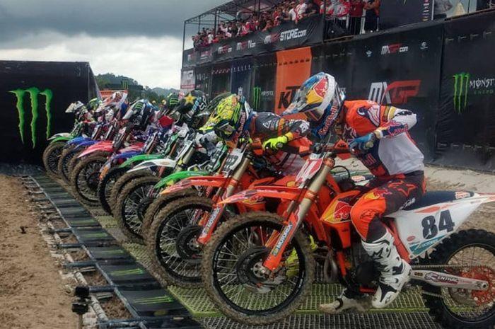 Momen saat sejumlah pebalap MXGP akan melakukan start pada balapan seri Indonesia yang digelar di Pangkal Pinang.