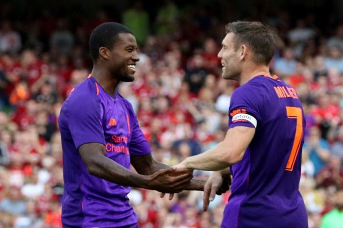 Gelandang Liverpool FC, Georginio Wijnaldum (kiri), merayakan golnya bersama James Milner dalam laga persahabatan kontra Napoli di Stadion Aviva, Dublin, Republik Irlandia pada 4 Agustus 2018.