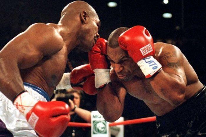 Pertarungan antara Mike Tyson melawan Evander Holyfield di MGM Grand, Las Vegas, (9/11/1996).