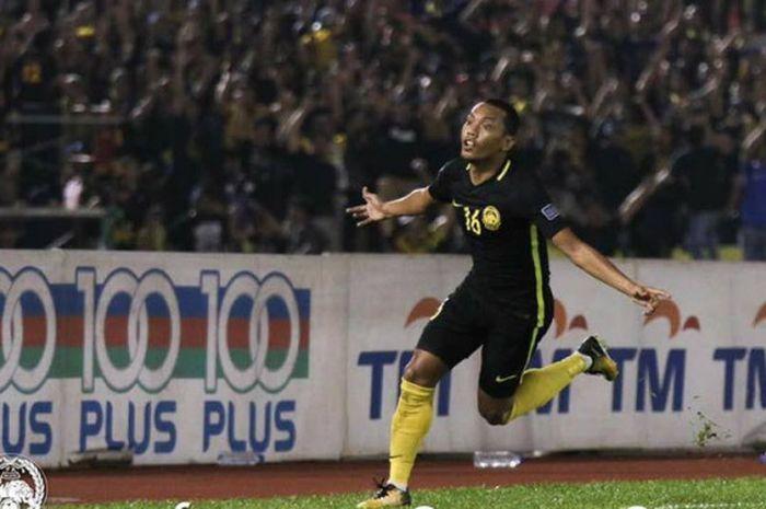 Selebrasi pemain timnas Malaysia, Syazwan Zainon seusai mencetak gol penyama ke gawang timnas Hong Kong pada laga lanjutan Grup B kualifikasi Piala Asia 2019 di Stadion Hang Jebat, Melaka, Selasa (5/9/2017) malam.
